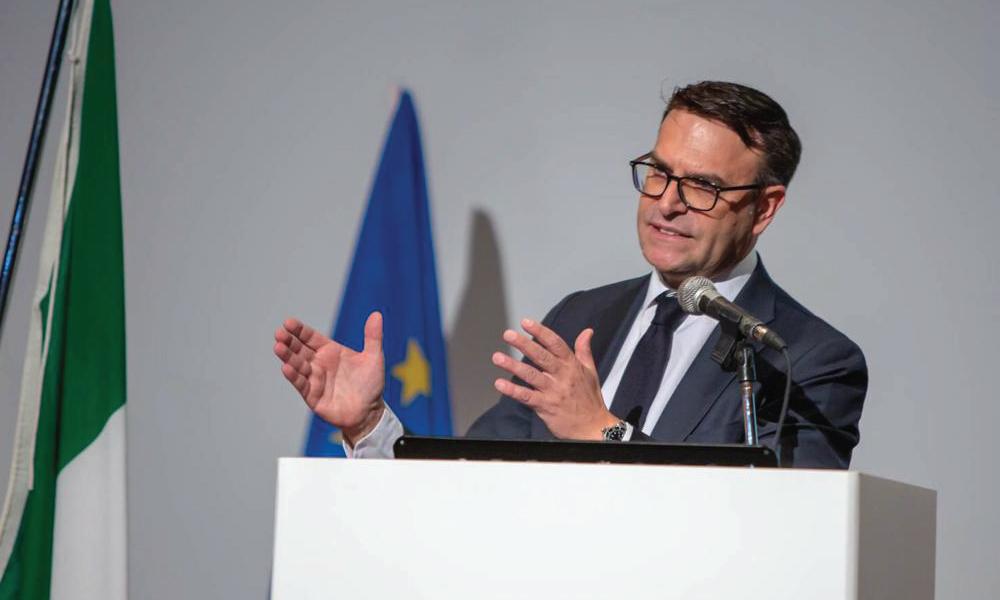 L'On. Massimo Romagnoli da Bruxelles a Ginosa dal Parlamento Europeo all'Atelier di Carmen Clemente